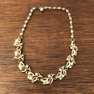 Jewelry - Vintage Gold Pearl & Rhinestone Necklace